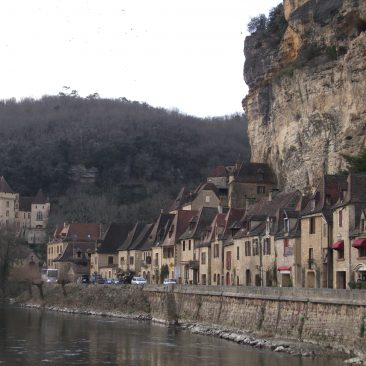 Beynac cliff-hugging town