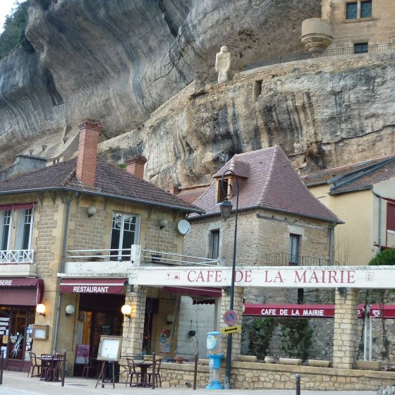 Les Eyzies and cave dwellings