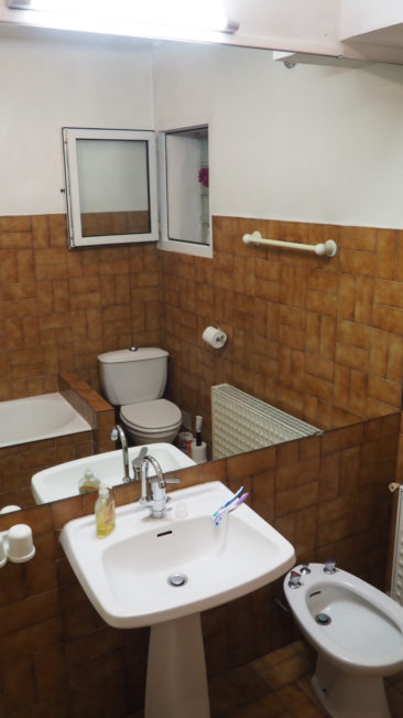 Bathroom with bath/shower and bidet